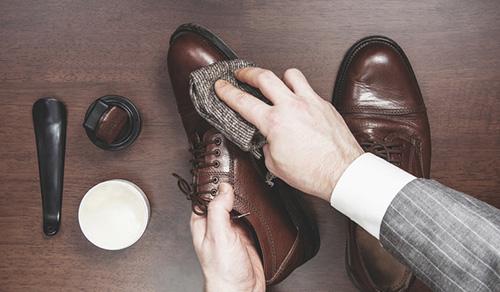 Välj rätt produkt efter skomaterial skoprodukter.se